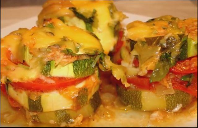 Кабачки с помидорами и сыром запеченные в духовке