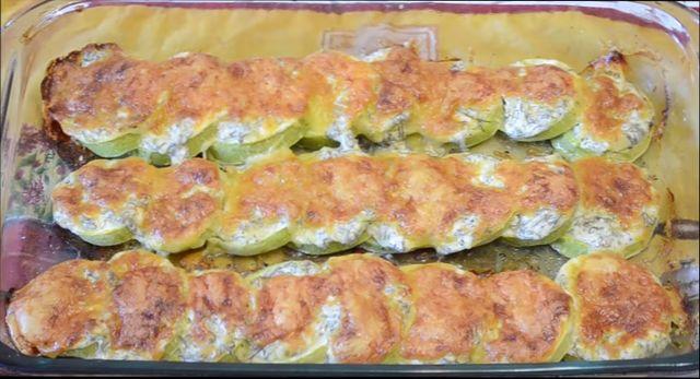 Кабачки в духовке запеченные под сметанным соусом