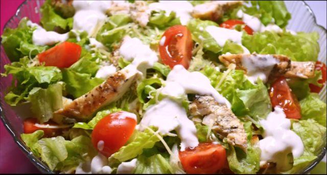 Салат слоями цезарь