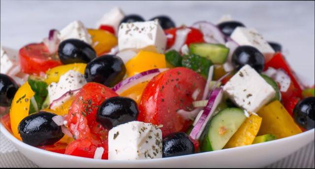 Греческий салат - Рецепты как вкусно приготовить греческий салат с брынзой