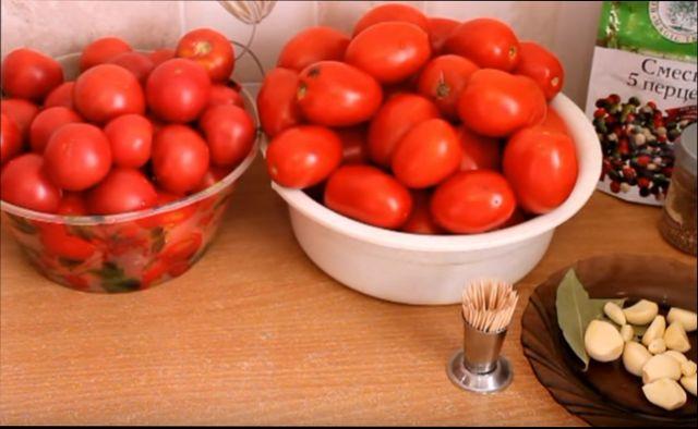 kak-prigotovit-pomidory-v-sobstvennom-soku