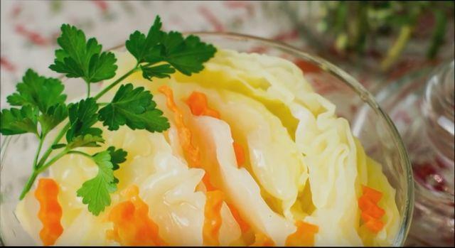 Быстрый рецепт маринованной капусты кусочками
