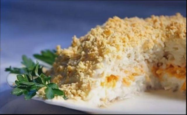 Вкусный салат Мимоза с сардиной и рисом