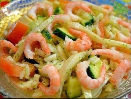 Все ингредиенты поместите в красивый салатник