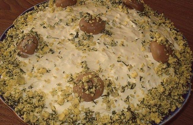 Салат из куриной грудки и грибами