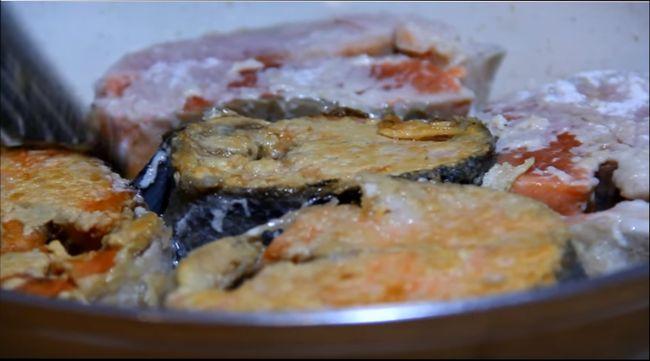 Классический рецепт - рыба под маринадом из моркови и лука, приготовленная на сковороде