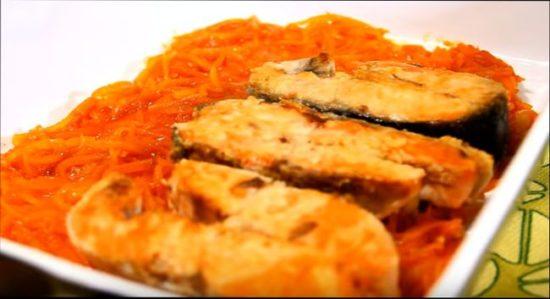 слой рыбы и опять морковно-луковый слой