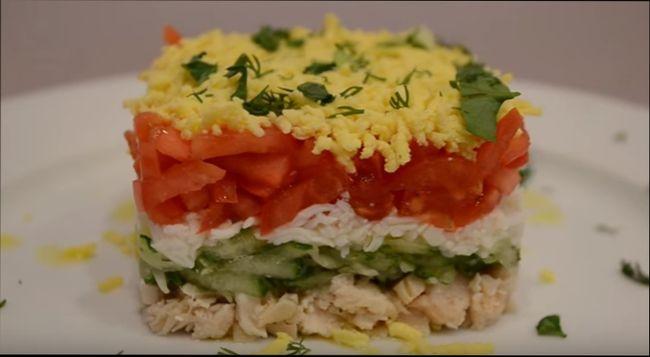 Слоеный салат из курицы
