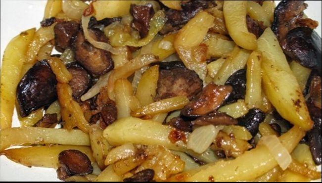 Жареные белые грибы с картофелем