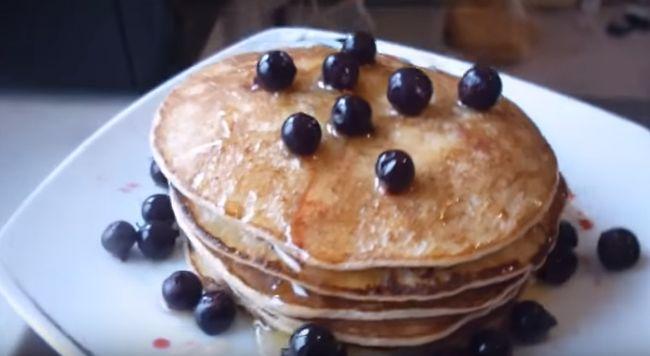 Рецепт творожных американских блинов с вареньем