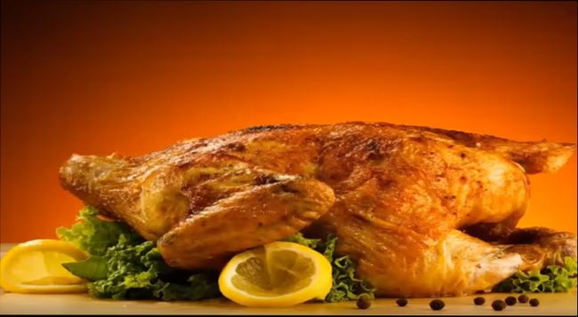 Пикантная, золотистая курочка, запеченная в лимонном соусе