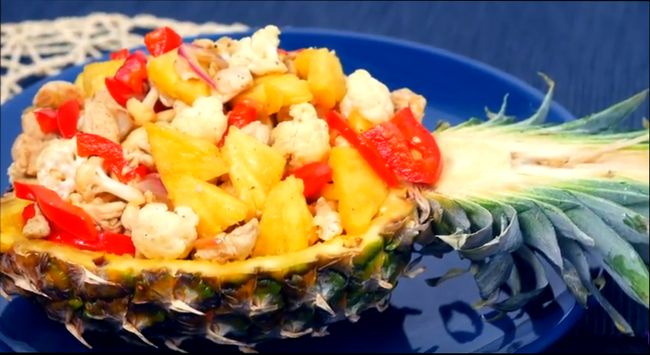 «Индейка в ананасе» - салат на удивление