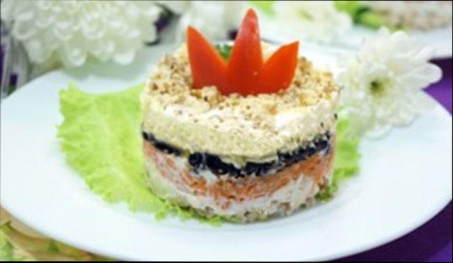 Простой и вкусный салат на 8 марта - «Моей королеве»