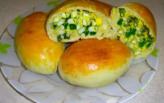 домашние пирожки с яйцом и зеленым луком в духовке