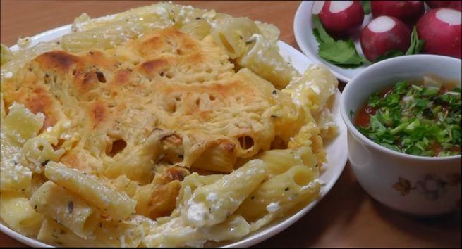 Простой рецепт - макароны с сырно-яичной смесью на сковороде