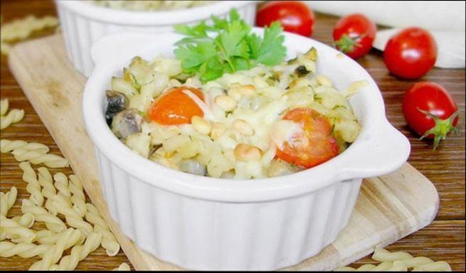 Макарошки с помидорами и сыром