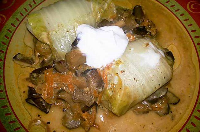 Голубцы с грибной начинкой приготовленные на сковороде