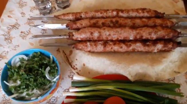 Рецепт люля-кебаб на шампурах и решетке