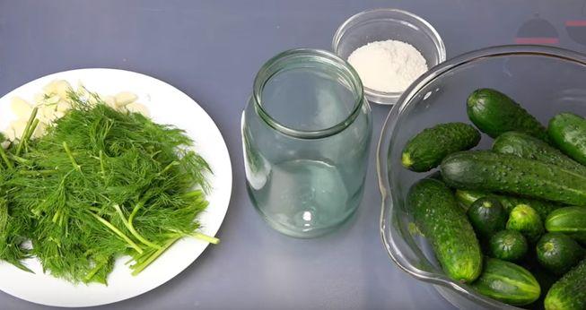 Рецепт малосольных огурцов в соевом соусе с чесноком и зеленью