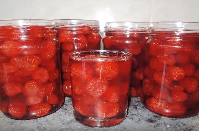 Клубника в собственном соку - целые ягоды