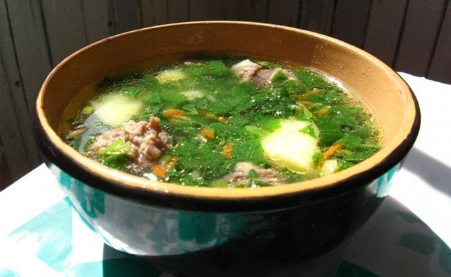 Наваристый, вкусный и сытный суп с тушенкой и крапивой