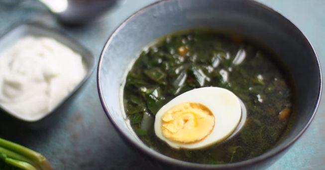Насыщенный вкус супа из крапивы с яйцом и щавелем