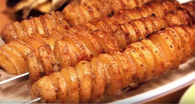 Запечённый картофель с салом в фольге на мангале
