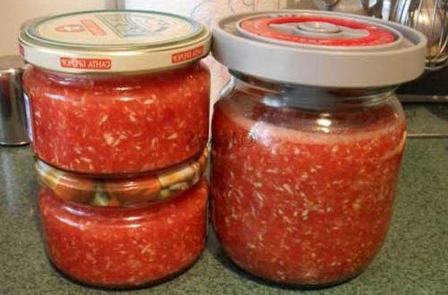 Ароматная аджика с томатами и хреном