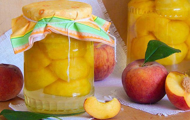 Компот из персиков с добавлением абрикосов