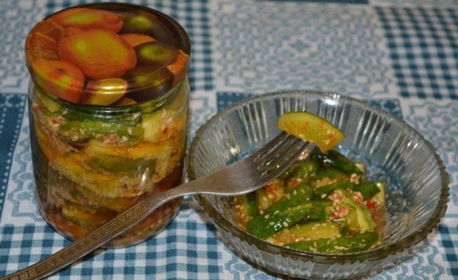 Заготавливаем на зиму нежный и оригинальный салат из огурцов