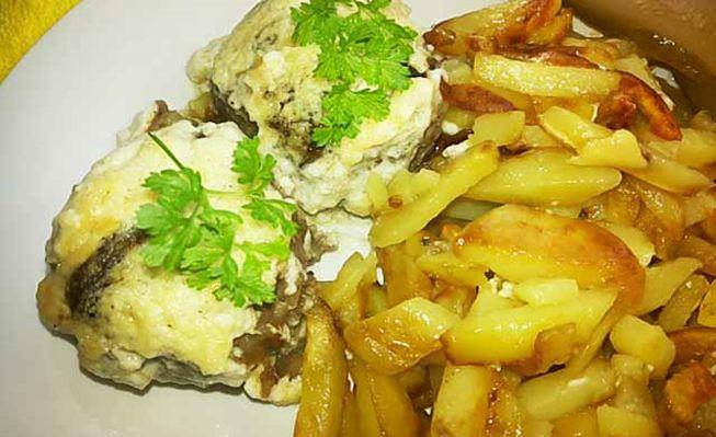 Тефтели с грибной начинкой и сливочным соусом