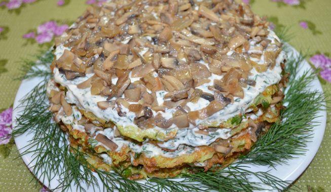 Овощной торт с молодыми кабачками и грибами
