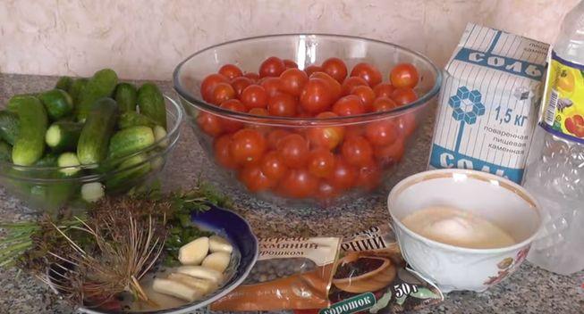 рецепт ассорти из помидоров и огурцов на зиму с укропом и чесноком
