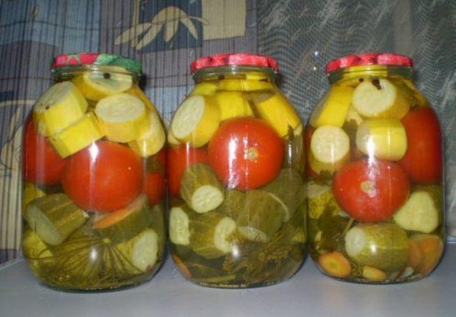 ассорти в маринаде с помидорами, огурцами и кабачками