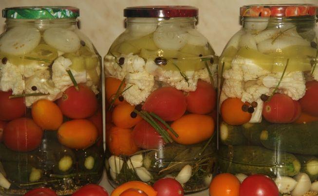 Огуречно помидорное ассорти с капустой брокколи