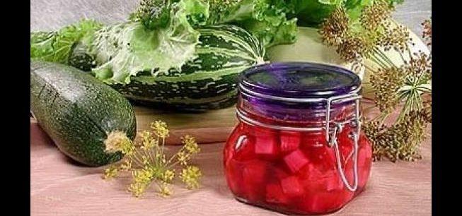 Оригинальный рецепт маринованных кабачков в свекольном соке
