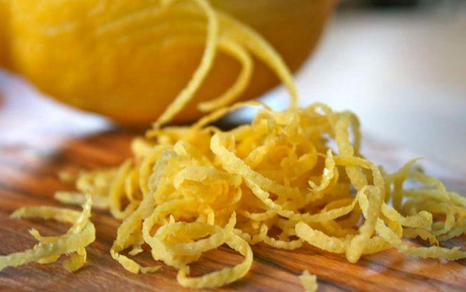 натереть лимонную цедру
