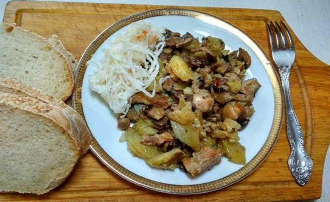 Как приготовить жареную картошку с шампиньонами и мясом в духовке