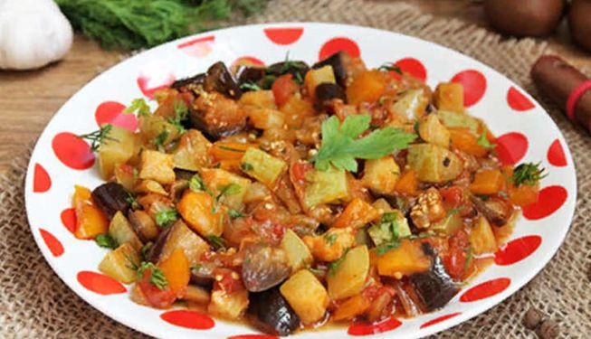 Кабачки, баклажан и красный болгарский перец