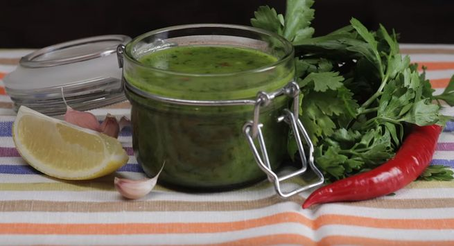 Соус с киви и зеленью под любое мясо