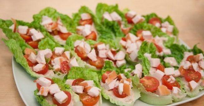Нежный салат с копченой курицей