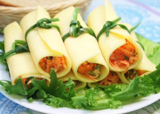 Трубочки сырные с зеленью и морковью