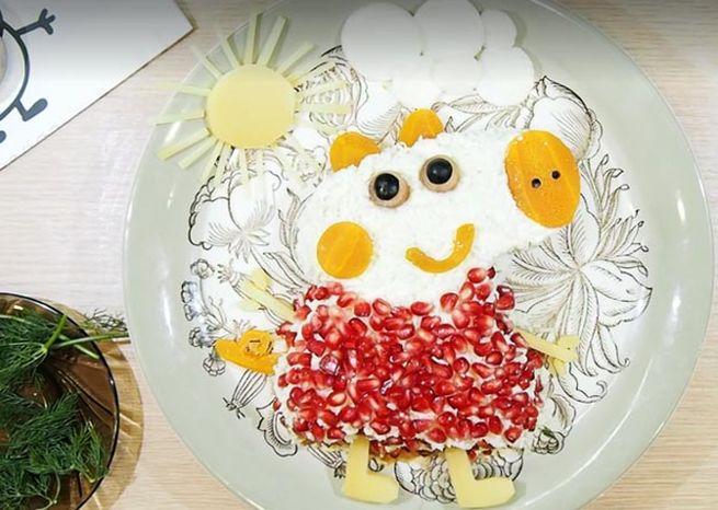 Закуска праздничная в форме мультяшного героя - поросенка