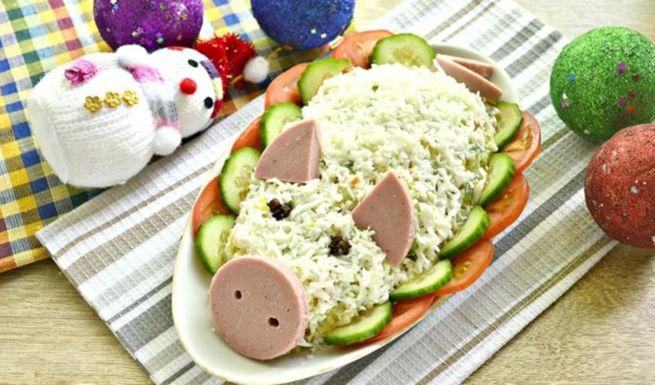 Салат хрюша - готовим с колбасой