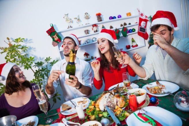 Игры и конкурсы для взрослых за новогодним праздничным столом