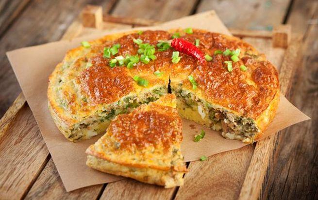 Пирог с рыбными консервами и капустой