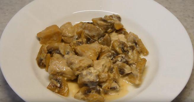 Мягкое и сочное мясо куриных грудок с шампиньонами