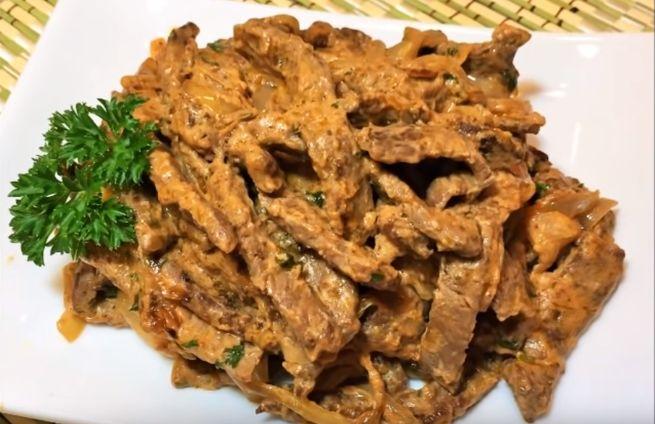 Пикантное блюдо с горчицей аля- бефстроганов из говядины