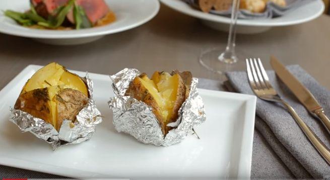 Вкусная картошка запеченая в духовом шкафу в фольге