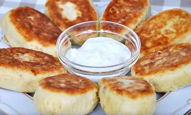 зразы с добавлением манки и начинкой из печени и брынзы